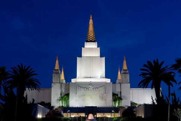 Oakland California Temple at dusk