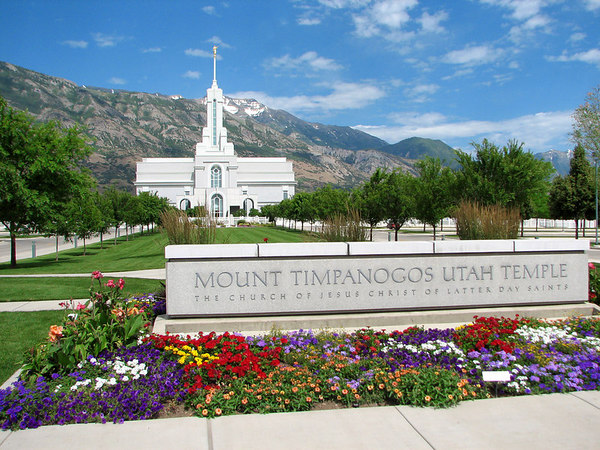 Mount Timpanogos Temple with sign