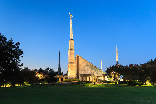 Dallas Texas Temple at Dusk