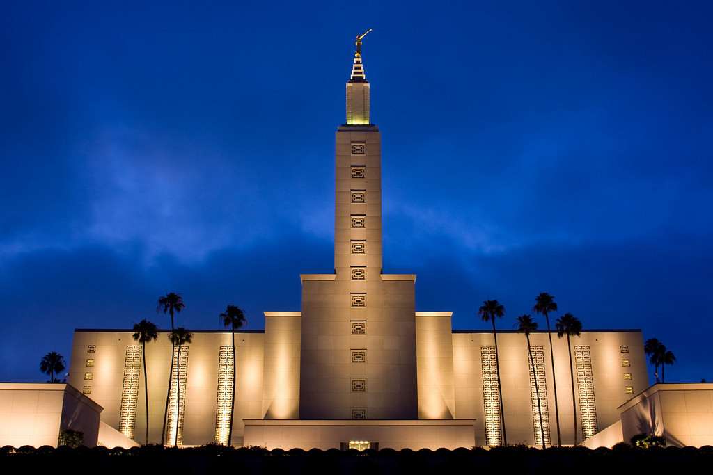 Los Angeles Temple at dusk